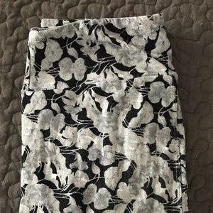 Pants - Lularoe OS legging, black and white floral.